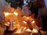 2 têtes papier de soie éclairées