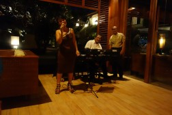 The restaurant's live performer really impressed the pants off Isa.
