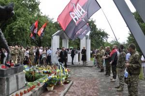 przemawia dowódca Ukraińskiej Ochotniczej Armii