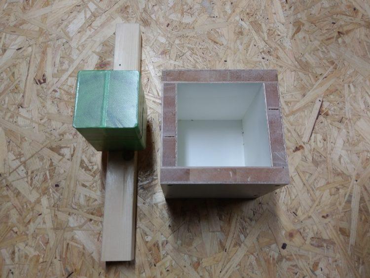 四角の木枠