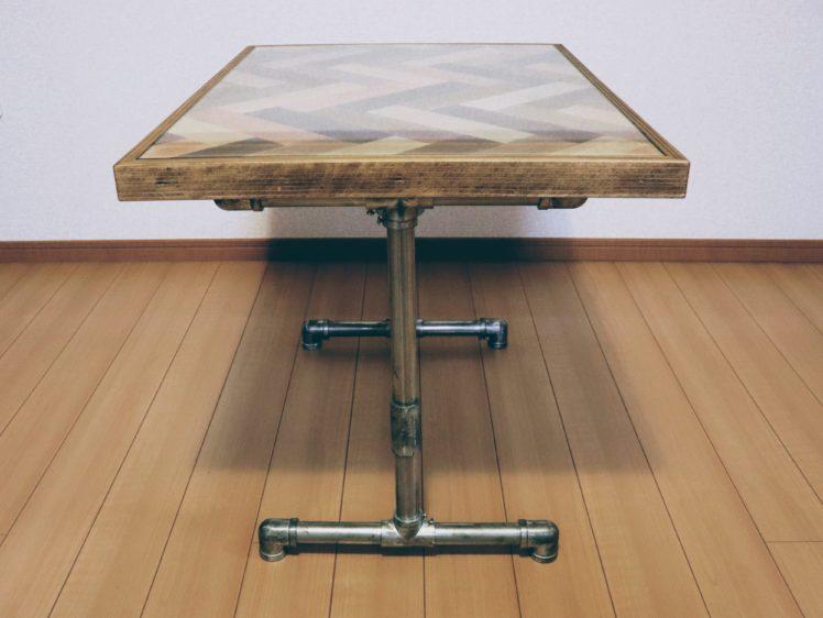 ヘリンボーン柄のサイドテーブル