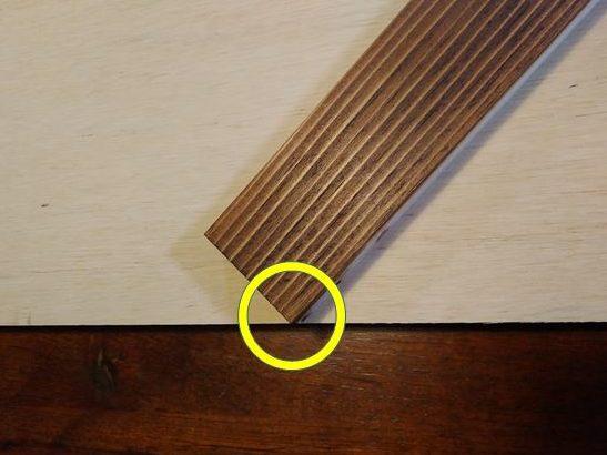 ラワン合板の長手面と角を合わせる