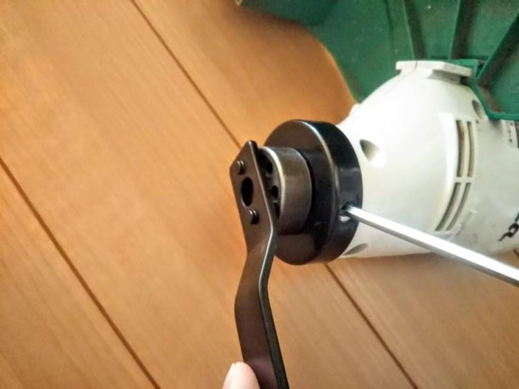 刃押金具を締め付けることが可能