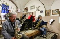 Arnaldo Cingolani durente le prove con il Complesso Musicale Cittadino di Potenza Picena nella sede sociale.