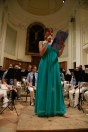 La presentatrice, Stefania Offidani. Concerto d'estate del 1 Agosto 2015 del Complesso Musicale Città di Potenza Picena, presso l'auditorium Ferdinando Scarfiotti. Foto di Aido Consolani.