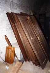 Sportelloni finestre. Sotterranei di San Francesco prima del lavoro di ripulitura del 1996. Archivio fotografico Ufficio Economato Potenza Picena.