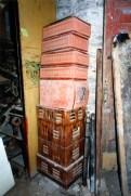 Stufa in terracotta. Sotterranei di San Francesco prima del lavoro di ripulitura del 1996. Archivio fotografico Ufficio Economato Potenza Picena.