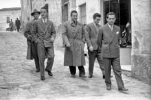 Gruppo lungo via Bruno Mugellini. Tra di loro Dante Giustozzi, Alberto Rosciani, Emidio Mignanelli, Giuseppe Virgili e Bruno Moschini.