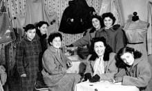 Interno del negozio di Elio Dante Percossi, tra di loro Dea Grandinetti, Bruna Percossi, Laura Riccobelli e Giuseppina Belluccini.