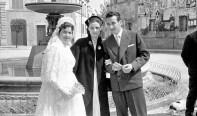 Eda Bedini e Graziano Mobili (sposi) in Piazza Matteotti.