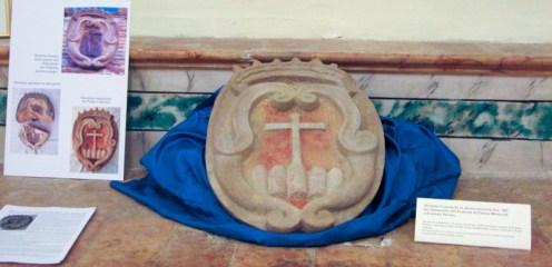 Lo stemma comunale esposto all'interno dell'Auditorium Ferdinando Scarfiotti. Foto Paola Carestia.