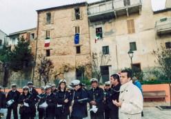 La banda cittadina insieme al Sindaco Mario Morgoni e che parla. Inaugurazione ristrutturato Piazzale San Martino a Galiziano il giorno domenica 23 novembre 2003. Foto di Silvio Menghi.