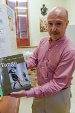 José Alberto Caruso Dottori mostra il libro sul tango. 18 maggio 2016 donazione quadro di Luis Dottori al Comune di Potenza Picena. Foto di Sergio Ceccotti.
