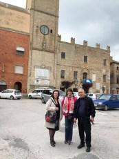 Da sx Lucia Vitaletti, Amalia Fontinovo, Agostino Riccobelli in Piazza Matteotti. Foto di Agostino Riccobelli.