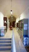 Corridoio dell'ingresso della Biblioteca Comunale.
