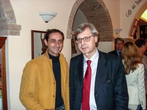 Visita di Vittorio Sgarbi a Potenza Picena il 14 Aprile 2007. All'interno del Caffé del Teatro. Foto di Nico Coppari.