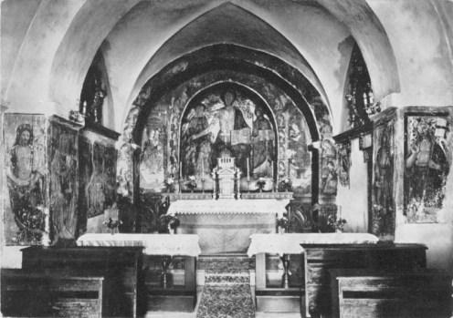 Interno Monastero di San Liberato a Castel Sant'Angelo sul Nera. Cappella con affreschi attribuiti a Polo Bontulli da Percanestro.