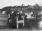 Clito Carestia inieme ai figli di Eugenio Moretti a Mendoza, 1929. Foto Beniamino Carestia.