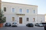 Casa Parrocchiale sul piazzale S. Stefano. Foto di Sergio Ceccotti.