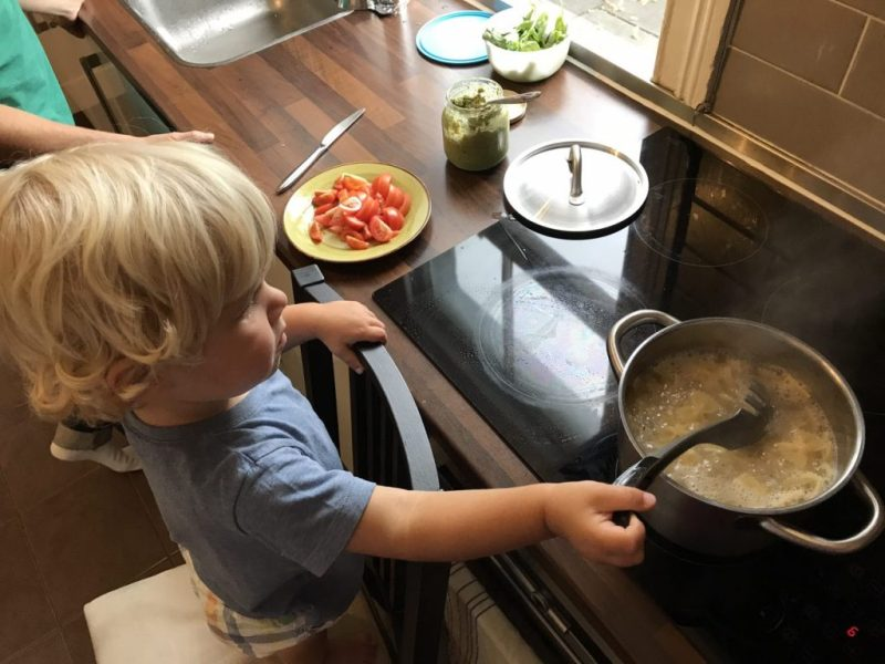 Oskar cooking