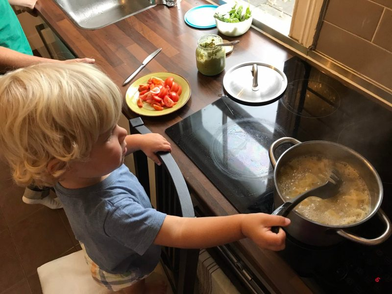 Oskar cooking