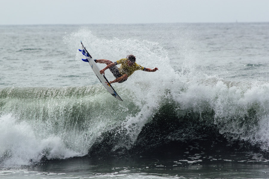 Leonardo Fioravanti lands an air that earned him a perfect 10-point ride. Photo: ISA/Chris Grant