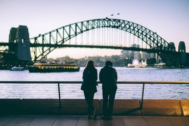 Students looking at the Sydney Harbour bridge
