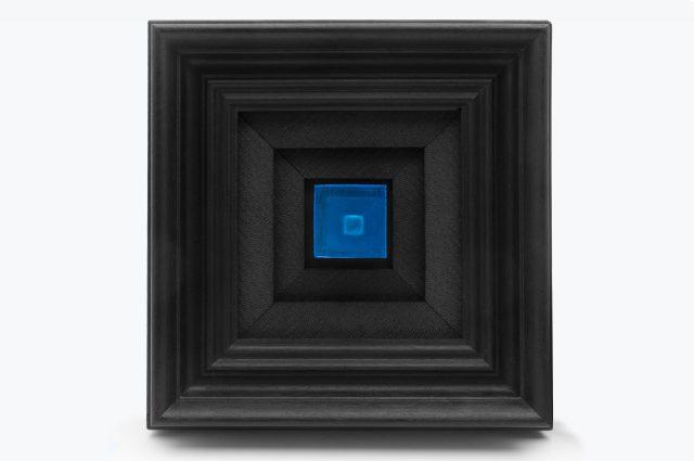 black boxes around a blue box
