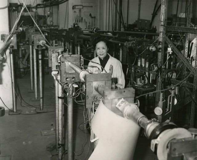 Chien-Shiung Wu photo in the lab