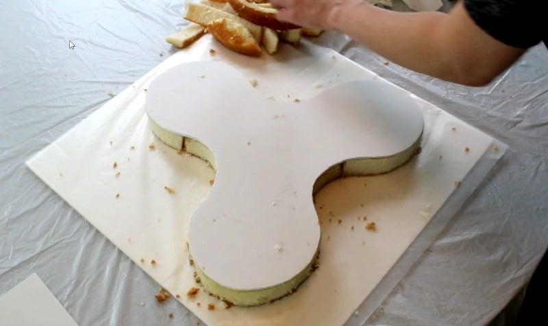 adding cake board to fidget spinner cake