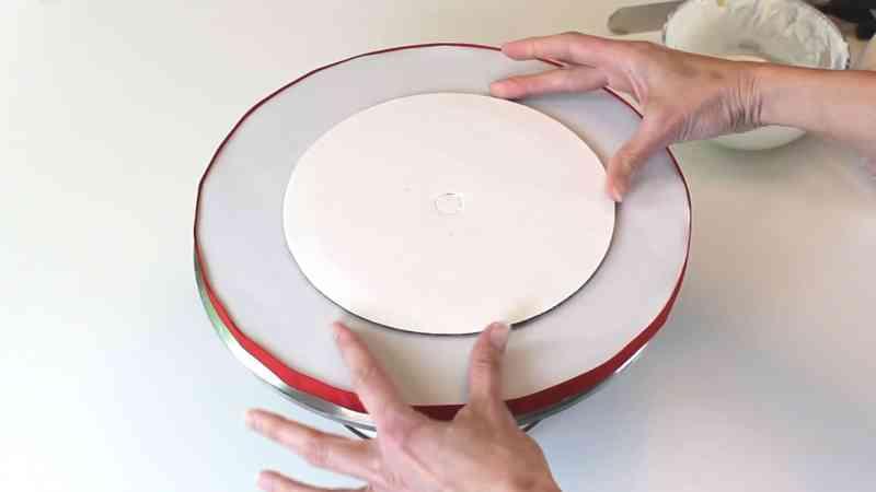 Adding cake round to cake base
