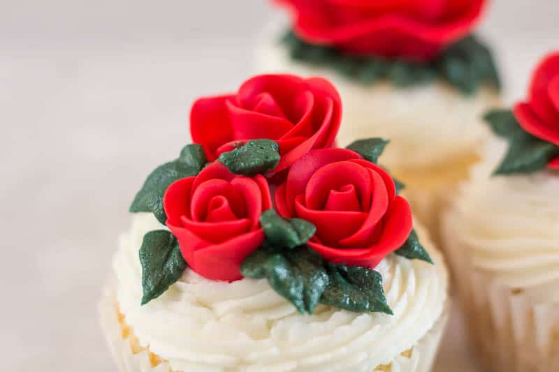 easy fondant roses on cupcake with piped leaves