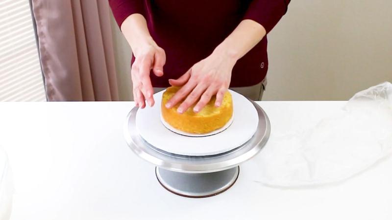 Add cake layer to cake board