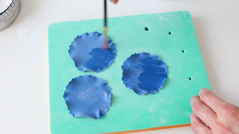 add water on the petals