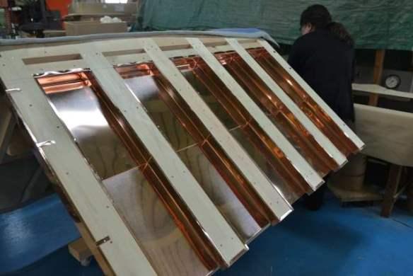 弁天宮の屋根銅板葺