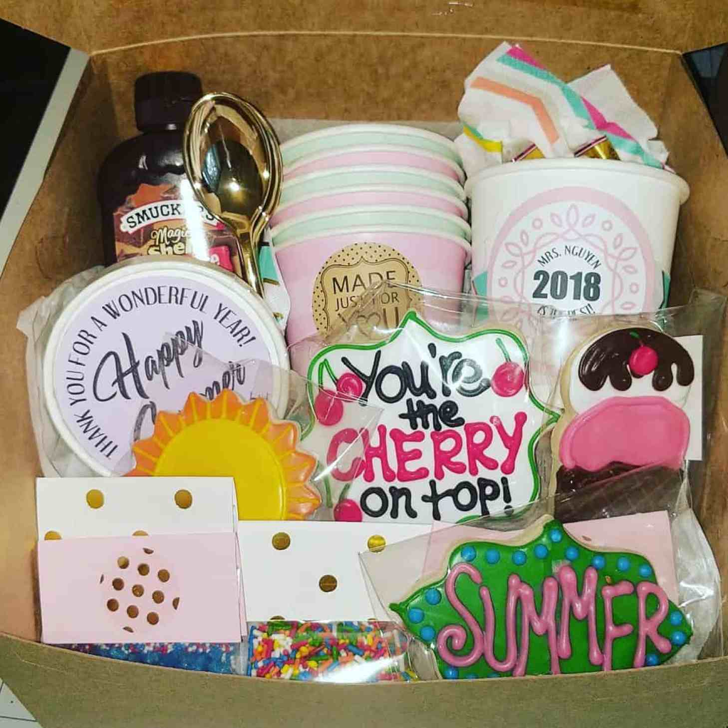 teacher gift idea - Everything but the ice cream - iseestarsquilting