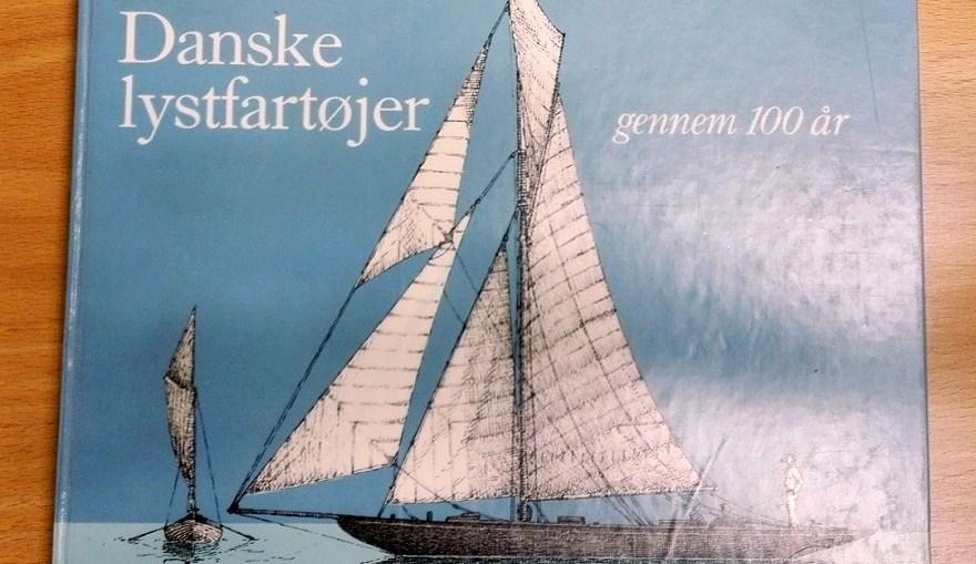 Om Kragejollen. Kilde: Danske lystfartøjer gennem 100 år.