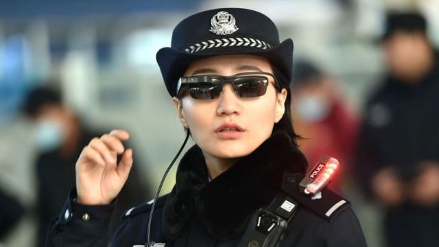 La policía china amplía el programa de gafas de reconocimiento facial