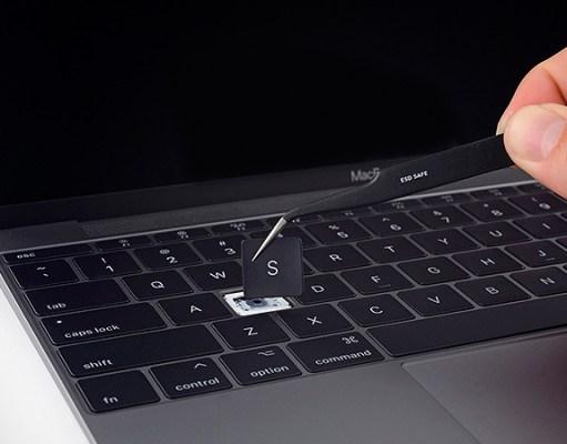 Segunda demanda contra el teclado mariposa de los MacBook de Apple que viola hasta 5 normas de EEUU