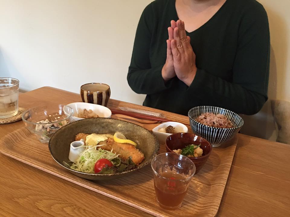 サーモンフライ定食2伊勢カフェ