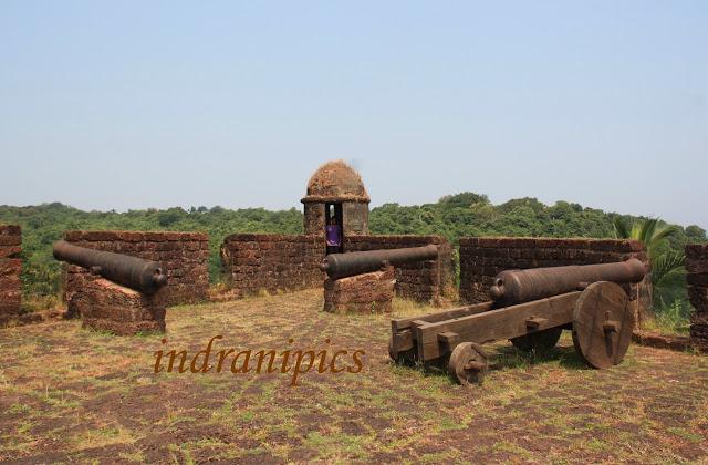 Reis Magos Fort, Goa canon