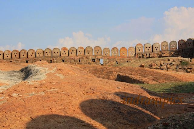 Thirumayam fort karaikudi fort wall 2
