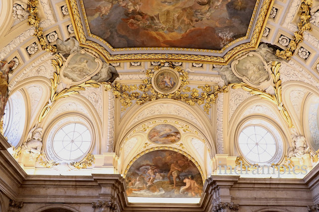 ceiling-at-the-entrance-of-madrids-palace