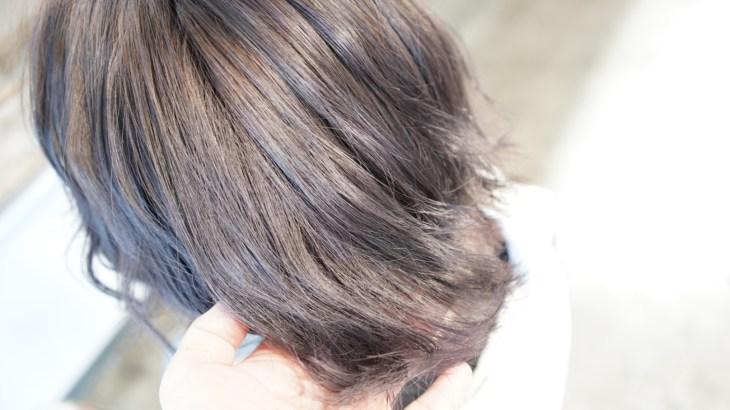 ブリーチ後の根元の黒い部分が気になる方に。リタッチブリーチからのフルカラーで根元から透明感のある仕上がりに
