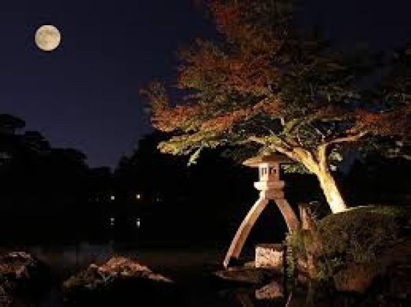 The full moon / Chushu no meigetsu in Kenrokuen
