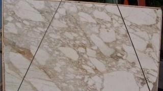 カルカッタゴールド イタリア産白地にゴールド柄の大理石のご紹介