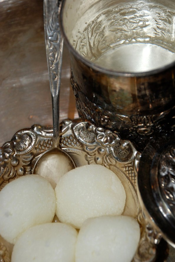 Rasgulla, the most famous Bengali Sweet