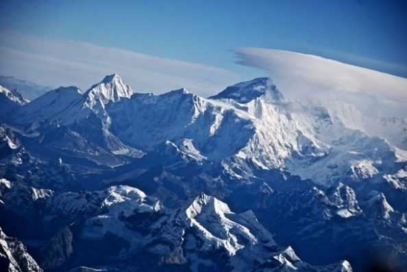 Mt Everest to the left and Lhotse to the right - A cloud cover suddenly appears!