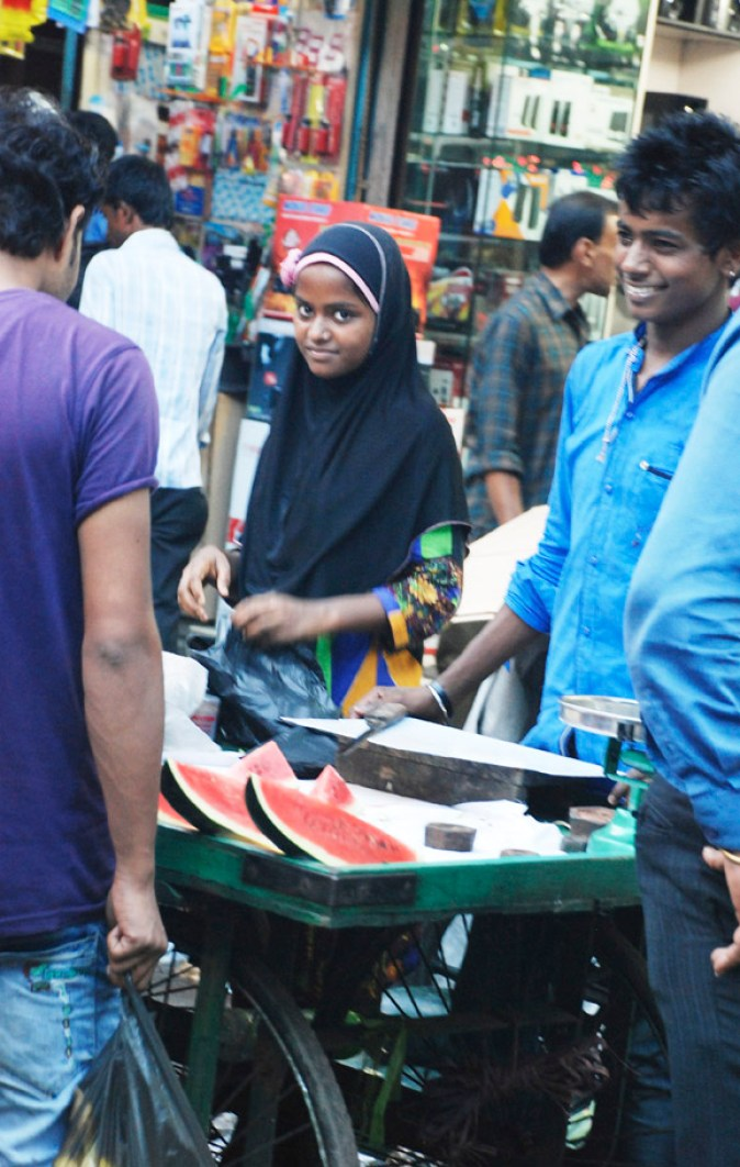 Setting up the fruit stall for Iftar; Chandni Chowk