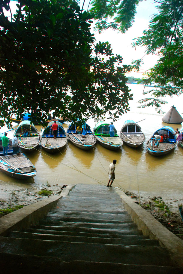 Boats lined up in Outram Ghat